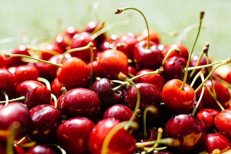 800px-Cherries_With_Stems_Unsplash Kriek